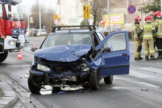 Do największej ilości wypadków drogowych w 2019 roku, doszło na powiatowych odcinkach dróg biegnących przez Podkarpacie. Takich zdarzeń policjanci odnotowali 533.   Sprawdźcie, jak wypadły główne ciągi komunikacyjne na Podkarpaciu.  Zobacz też: Wypadek na ul. Warszawskiej w Rzeszowie