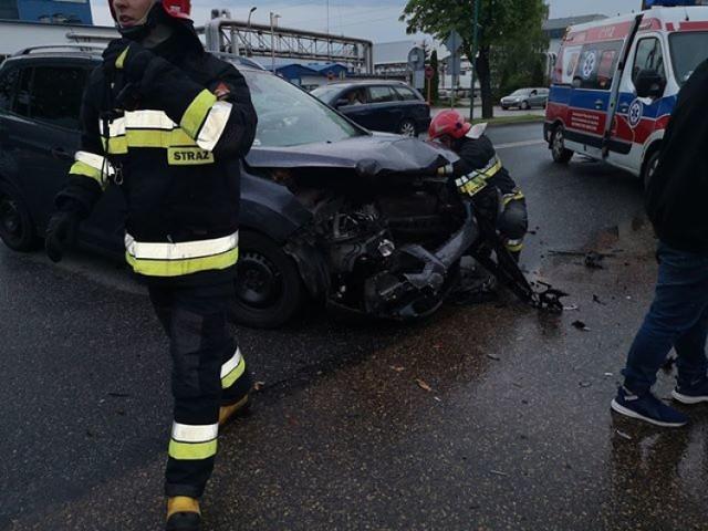 Wypadek na skrzyżowaniu ul. Klonowej i Powstańców Śląskich w Lublińcu 4.05.2019.