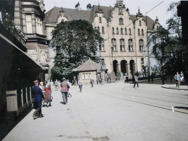Boulevard (czyli plac Tadeusza Kościuszki), w tle neorenesansowy gmach sądu