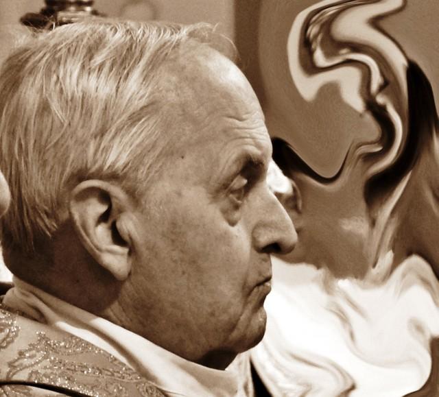 Ks. Alojzy Zuber przez 31 lat był proboszczem parafii śś. Ap. Piotra i Pawła w Skoczowie i kustoszem sanktuarium św. Jana Sarkandra na Kaplicówce