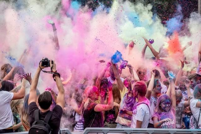 W ten weekend w Poznaniu wydarzenia plenerowe, większe i mniejsze. Nie zabraknie koncertów ani warsztatów, a największą popularnością cieszył się będzie Festiwal Kolorów nad Maltą, Targi Piwne na MTP i Kejtrówka w Parku nad Cytadelą.  Sprawdź, najciekawsze atrakcje na najbliższy weekend w Poznaniu --->