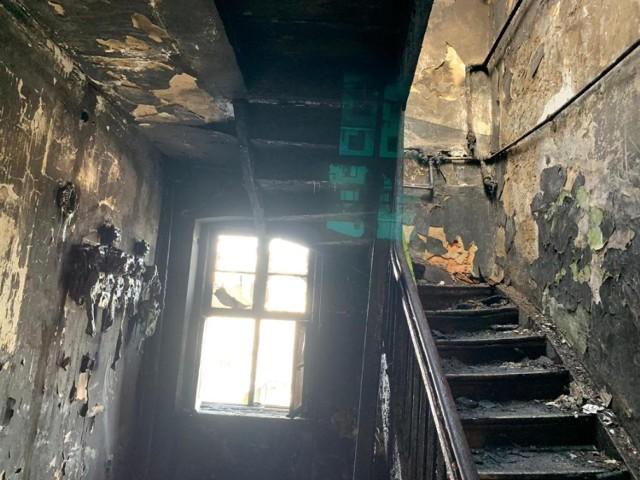 Tragiczny pożar kamienicy na ulicy Mickiewicza w Nowym Tomyślu. Znane są wstępne przyczyny.
