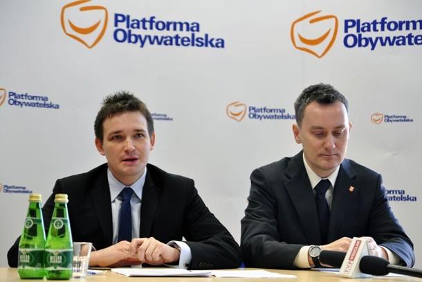 Poseł Michał Jaros i wiceburmistrz Oleśnicy Piotr Pawłowski