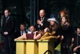 """Teatr na leżakach w parku Żwirki i Wigury w Wieluniu. Widzowie obejrzeli spektakl """"Klapsy"""" ZDJĘCIA"""