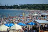 Tak wyglądały plaże nad Bałtykiem! Znów upalny weekend i tłumy nad morzem. Zobaczcie zdjęcia z kąpielisk w Gdańsku
