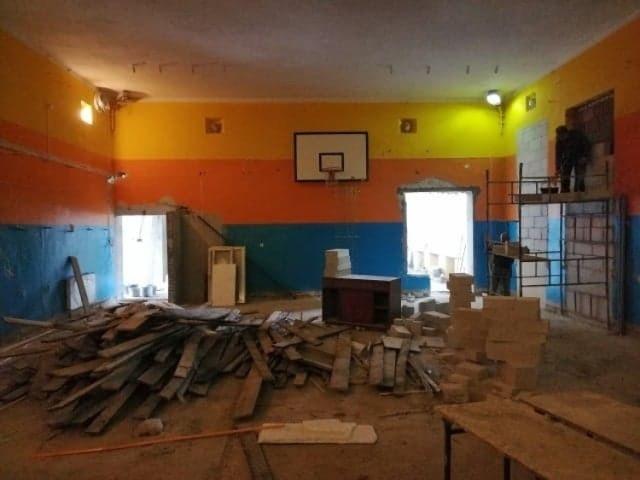 Kino powstanie w danej sali gimnastycznej. Prace budowlane już trwają.