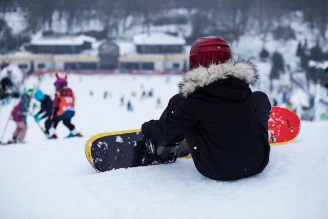 """Zakaz dotyczy także działalności polegającej na """"obsłudze stoków narciarskich oraz wypożyczaniu sprzętu rekreacyjnego stanowiącego integralną część obiektu rekreacyjnego""""."""