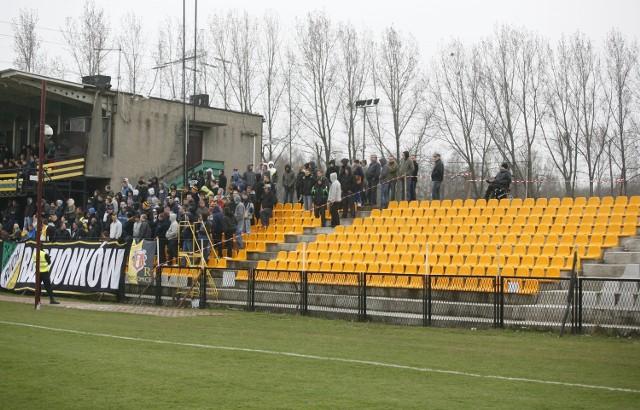 Obok zadłużenia, największym problemem Ruchu Radzionków, jest przestarzały stadion w Stroszku