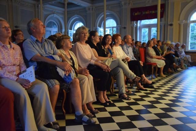 Pierwszy koncert odbędzie się w sali kolumnowej im. Edwarda Stachury na terenie zabytkowego dworca w Aleksandrowie Kujawskim.