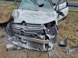 Wypadek w Preczowie (pow. będziński) na DK 86. Dwie osoby ranne. Samochód trzy razy dachował