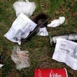 Skępe. Kurier wyrzucił śmieci do lasu przy drodze Suradowo-Józefkowo. Mieszkańcy znaleźli list przewozowy
