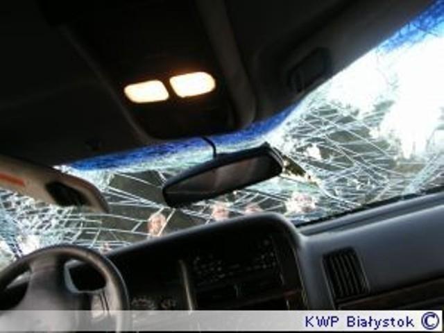 Wypadek w Suwałkach. Ciężarówka zaczepiła auto