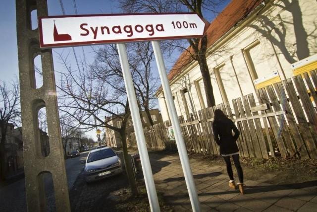 Nie ma zmiłuj dla Fiskusa... Urzędy Skarbowe w woj. kujawsko-pomorskiem wystawiają teraz na licytacje liczne nieruchomości: firmowe i prywatne. Na sprzedaż idzie synagoga w Bydgoszczy, firma pod Toruniem, część zabytkowej cukrowni w Mełnie, a pod Brodnicą warta 400 tys. zł hurtownia za grosze. I wiele innych...  >>>>>ZOBACZCIE N KOLEJNYCH SLAJDACH
