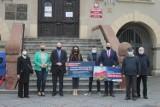 """Posłowie PiS-u w Krotoszynie: """"Te pieniądze są nam potrzebne, żeby wyjść z kryzysu"""" [ZDJĘCIA + FILM]"""