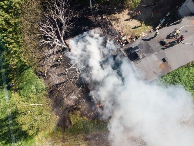 Przy ul. Rydygiera w Grudziądzu płonął budynek gospodarczy i poddasze domu