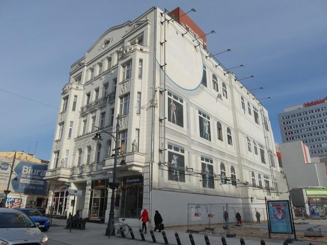 Kamienica przy ul. Piotrkowskiej 152 została przejęta przez Skarb Państwa w 1946 r. a w 2011 stała się własnością miasta