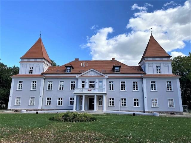 Odrestaurowany pałac w Buczu w gminie Przemęt, która na ten cel otrzymała z PROW 2014-2020 dofinansowanie w kwocie 500 000 zł.