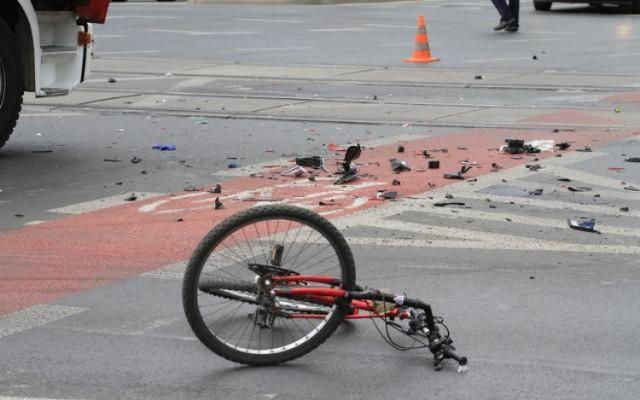 Winnym wypadku z rowerzystą był kierowca osobówki.