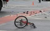 Potrącenie rowerzysty w Żorach. Kierowca samochodu nie ustąpił pierwszeństwa rowerzyście i wjechał wprost w niego