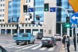Wrocław. Kierowcy przejeżdżają przez plac Orląt Lwowskich na czerwonym świetle. Dlaczego?
