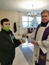 Sztafeta Betlejemskiego Światła Pokoju dotarła do Tomaszowa ZDJĘCIA