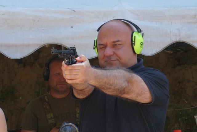 Zawody strzeleckie na strzelnicy w Serbach
