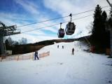 Start sezonu narciarskiego w Szczyrku! Ruszył Szczyrk Mountain Resort [ZDJĘCIA, CENY]. Działa kanapa Zbójnicka Kopa - hala Skrzyczeńska.