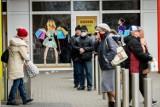 To był pierwszy weekend w sklepach bez godzin dla seniorów. Zasada budzi kontrowersje: seniorzy i tak robią zakupy przez cały dzień