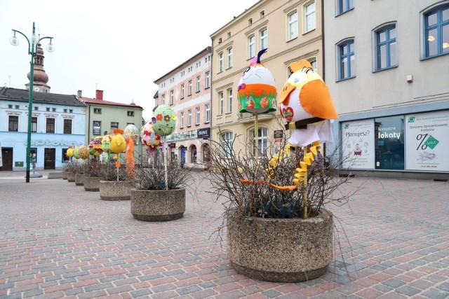 Wielkie pisanki stanęły na rynku w Lublińcu. To dzieło przedszkolaków!