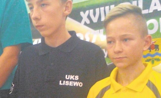 Zawodnik UKS Miłek Wiślica Dawid Kuźniakowski (z prawej) zdobył brązowy medal na mistrzostwach  kraju w Tomaszowie Mazowieckim.