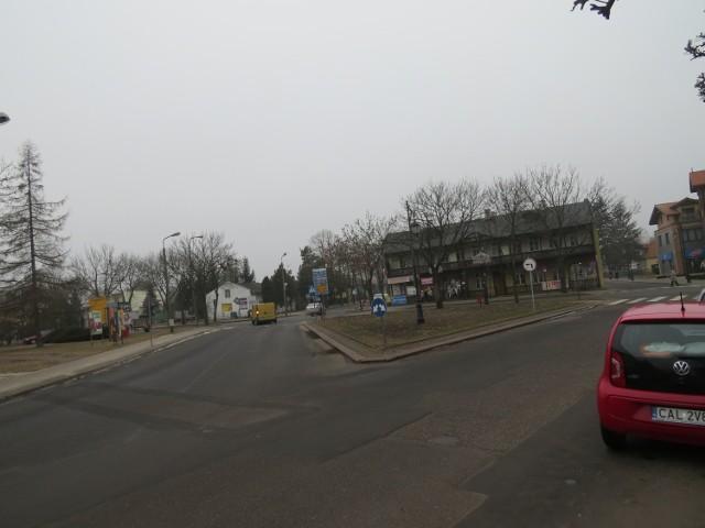 Zamiast trójkątnego skweru między ulicami będzie rondo, a na terenie widocznym z lewej strony przybędzie zieleni