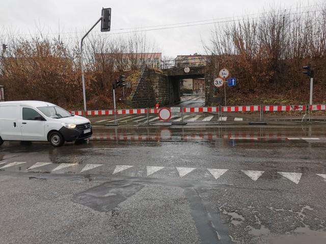 Kierowcy jadący ulicą Podwale w Chrzanowie muszą liczyć się z utrudnieniami