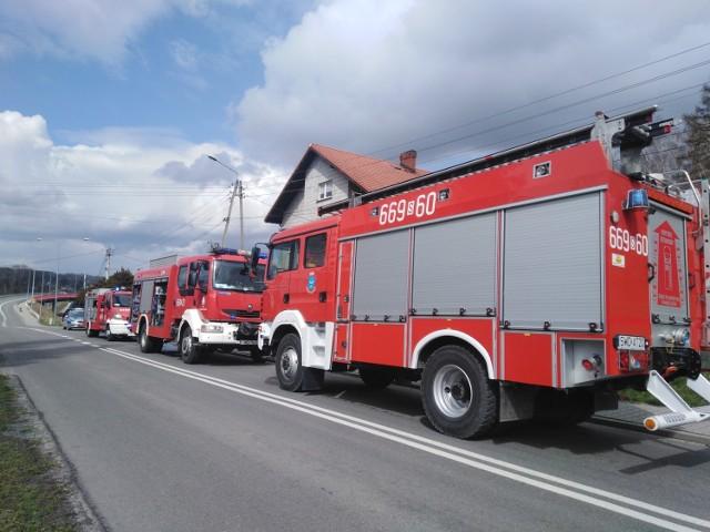 Do pożaru zadysponowano 6 zastępów straży pożarnej, w tym OSP Skrzyszów