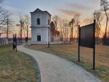 Ruiny barokowego zboru kalwińskiego w Piaskach. Zobacz zdjęcia tego niezwykłego miejsca