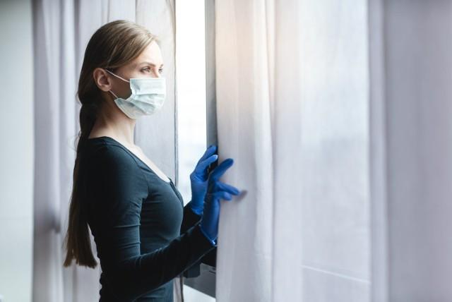 Uzyskanie pozytywnego wyniku testu na koronawirusa jest równoznaczne z rozpoczęciem domowej izolacji.