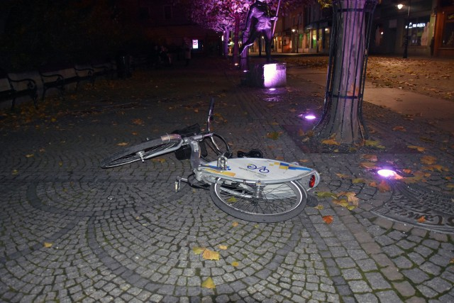 Główny i zdawałoby się, że reprezentacyjny deptak w mieście. Tymczasem dochodzi w tym rejonie do kradzieży, a kamery zdają się być mało potrzebne...