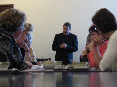 Prowadzące prywatne już przedszkola zostały zaskoczone najpierw pomysłem prywatyzacji (zdjęcie z jednego ze spotkań z radnymi), a teraz sprzedaży zajmowanych przez nie budynków Fot. Maria Sowisło