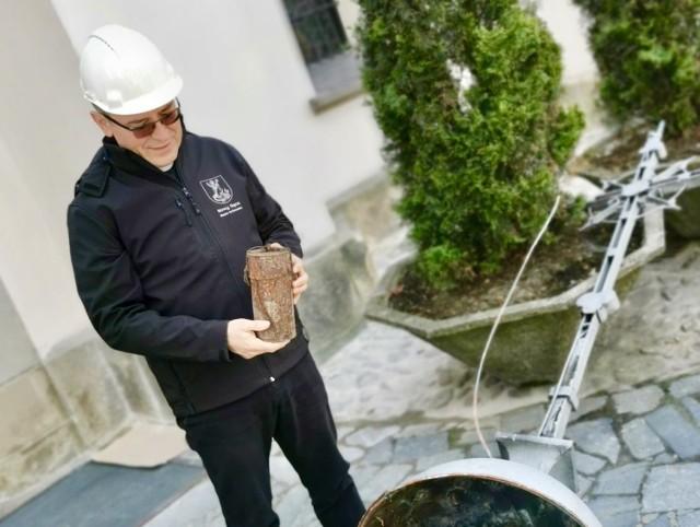 Kapsułę czasu znaleziono podczas remontu wieży kościoła