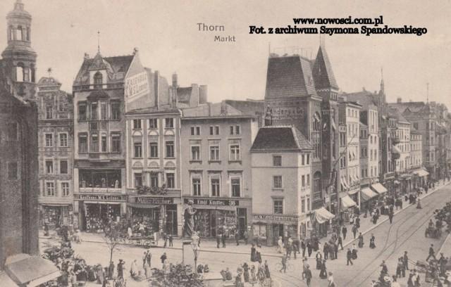 Takie galerii jeszcze u nas nie było! Oto zestaw archiwalnych pocztówek Torunia. Dzięki nim można zobaczyć jak prezentowało się miasto na starych widokówkach. >>>>>>>>>>>  Polecamy: Jak wyglądał zamek krzyżacki w Toruniu? Wybierz się w wirtualną podróż [WIZUALIZACJE]