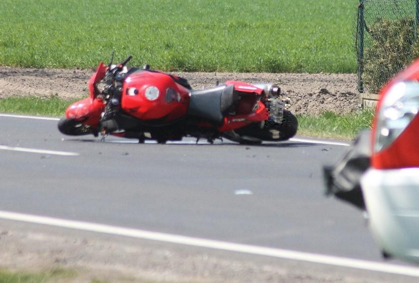 AKTUALIZACJA: Śmiertelny wypadek motocyklisty pod Kobylinem [ZDJĘCIA]