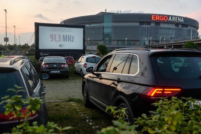"""Kino samochodowe przy ERGO ARENIE działa od 11 czerwca. W repertuarze m.in. """"Doltor Dolittle"""", """"Sala samobójców. Hejter"""" i """"Parasite"""""""