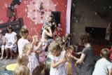 """Gniezno: zespół z Trójmiasta zagrał dla dzieci w Latarni na Wenei. To był """"emocjonalny"""" koncert"""