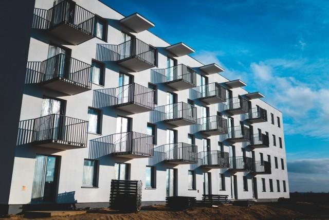 Celem Narodowego Programu Mieszkaniowego jest poprawa sytuacji mieszkaniowej w Polsce. Na zdjęciu budowa bloku w Świdniku.