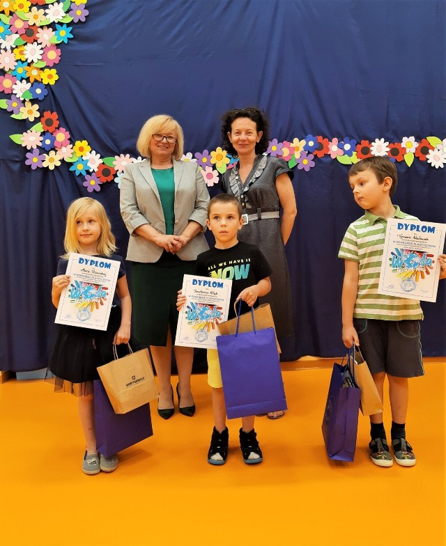 Spółka Wod-Kan dostarczyła dyplomy i nagrody dla dzieci do szkół i przedszkoli