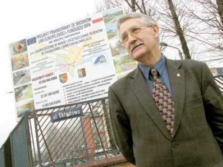 Przewodniczący Marek Dudek mimo piętrzących się przeszkód wciąż ma nadzieję na realizację programu.