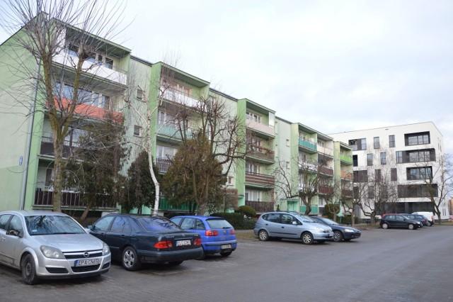 Wśród bloków wytypowanych do oczyszczenia i ponownego pomalowania jest najstarszy budynek na os. Bratkowice z numerem 6