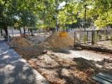 Leszno. Powstaje nowy park w mieście za ponad milion  złotych. Czy uda się dotrzymać terminy realizacji? [ZDJĘCIA]