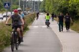 Nowiuteńka ścieżka rowerowa na Maślicach. Aż chce się nią jechać!  [ZDJĘCIA]