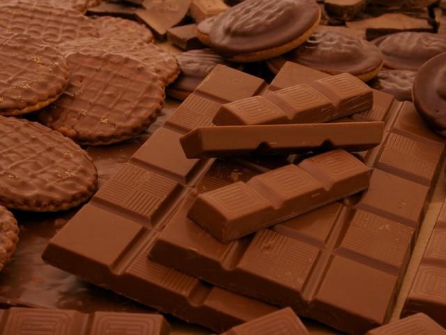 Różne rodzaje słodyczy wytworzone z dodatkiem czekolady / fot. sxc.hu