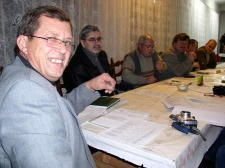 Czy panowie z czerskiej opozycji jeszcze kiedyś spotkają się przy wspólnym stole? Na zdjęciu (od lewej) Krzysztof Gogolewski, Zbigniew Mania, Kazimierz Rompkowski, Henryk Mollin, Zbigniew Bieliński i Marek Pestka. Fot. Maria Sowisło